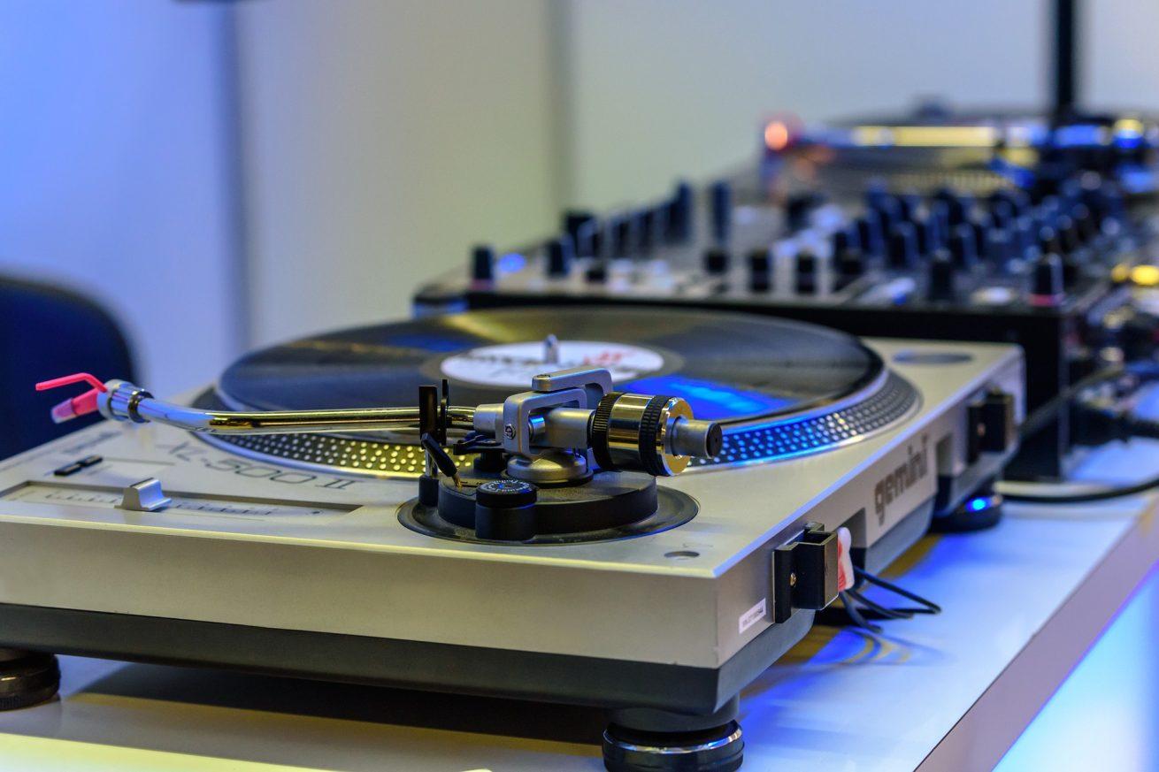 ako vybrať DJa na svadbu